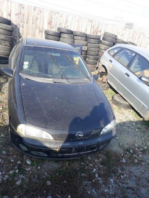 Dezmembrez Opel Tigra din 1999