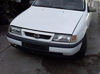 Dezmembrez Opel Vectra A 1,8 i