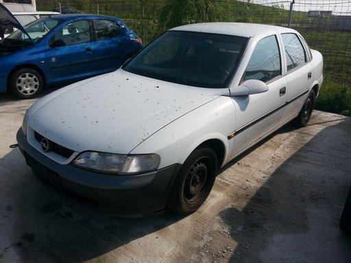 Dezmembrez Opel Vectra B 1.6I