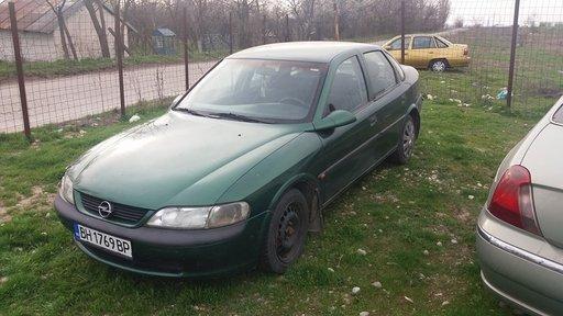 Dezmembrez Opel Vectra B 1.8 benzina an 1997
