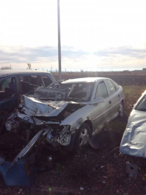 Dezmembrez Opel Vectra B 2.0D 2000