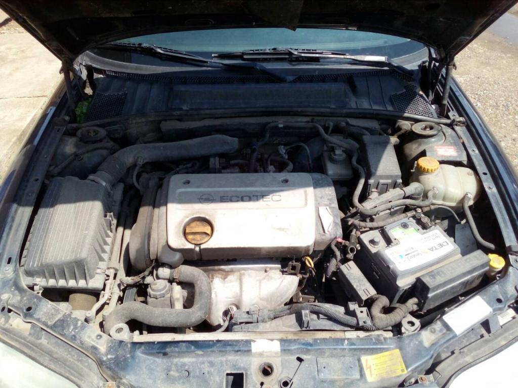 Dezmembrez Opel Vectra B 2000 berlina 1,6