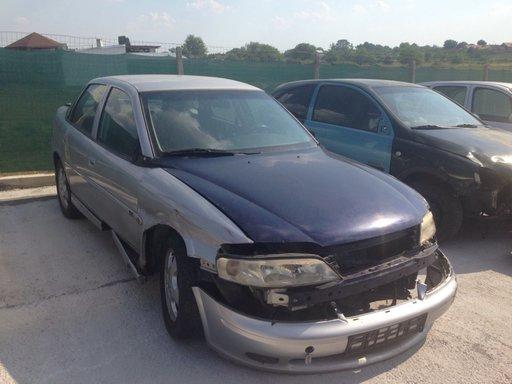 Dezmembrez Opel Vectra B an 2001