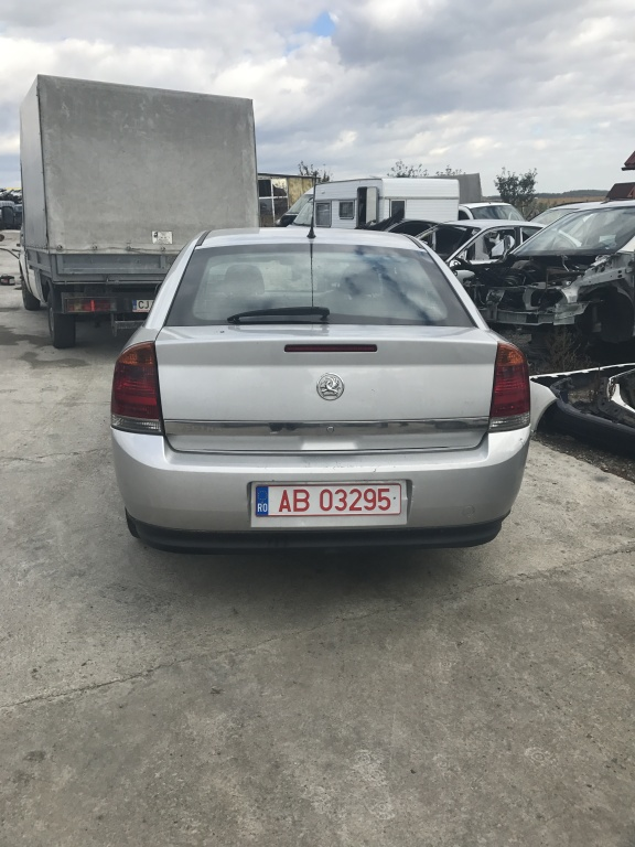 Dezmembrez Opel Vectra C 2004 limuzina 2000 dti