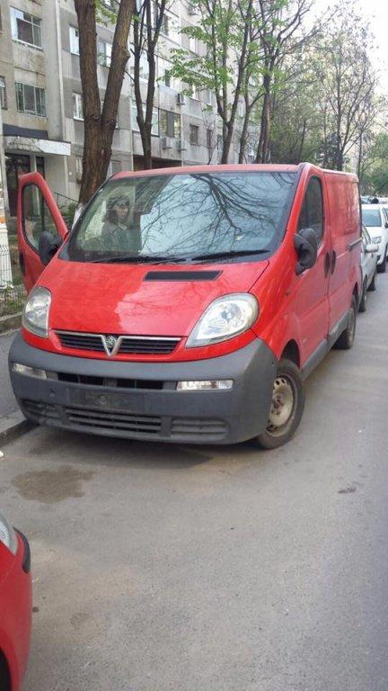 Dezmembrez Opel Vivaro 1.9CDTI DIN 2005