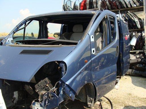 Dezmembrez Opel Vivaro 2004