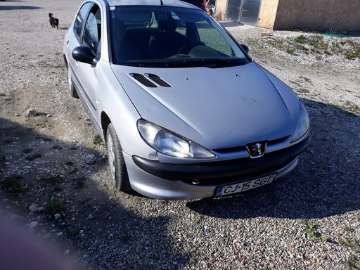 Dezmembrez Peugeot 206 1.1 benzina din 1999 varianta hatchback