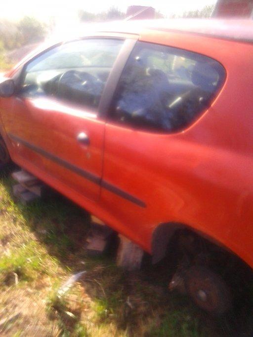 Dezmembrez Peugeot 206 2.0 hdi din 2000 motor RHY defect (distributie rupta)