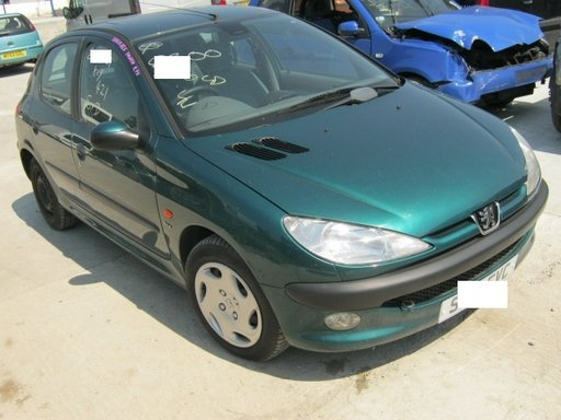 Dezmembrez Peugeot 206 din 1998, 1.4b,