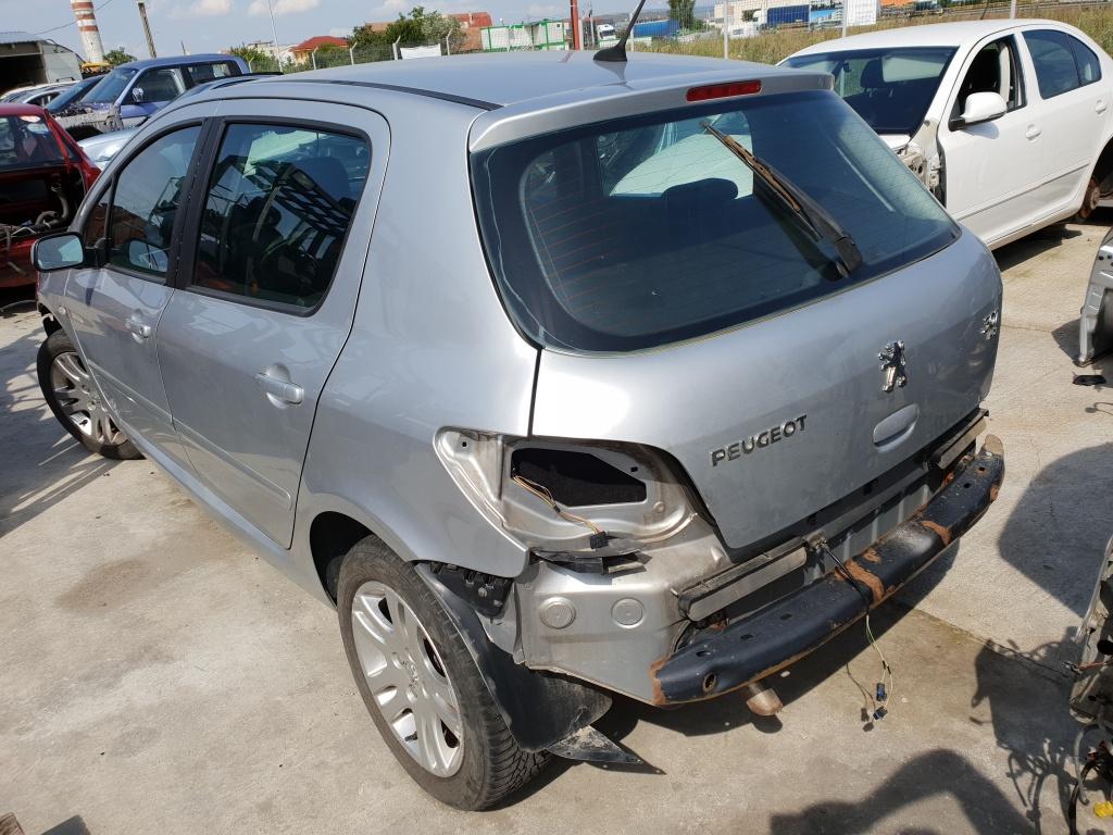 Dezmembrez Peugeot 307 2005 1.6hdi