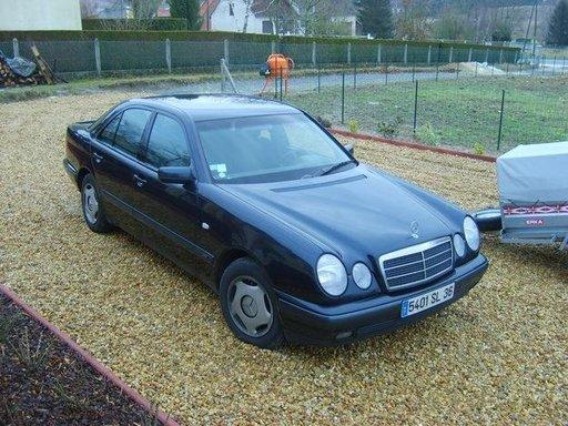 Dezmembrez piese Mercedes W210 E220