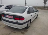 Dezmembrez Renault Laguna 1 2.0i 8V din 2001