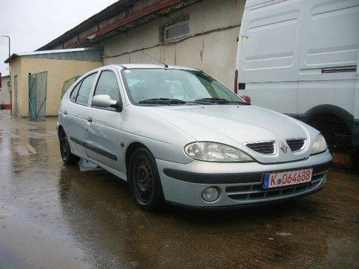 Dezmembrez Renault Megane 1.4 b an 2000