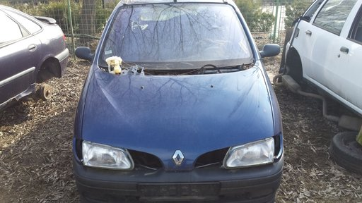 Dezmembrez Renault Megane, motor 1,6 benzina, an 1