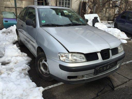 Dezmembrez Seat Ibiza an 2000 1.6 16V argintie