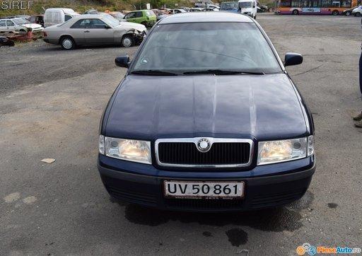 Dezmembrez Skoda Octavia 1.6 benzina AVU euro 4 2001