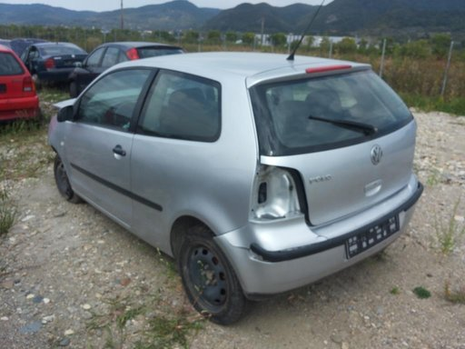 Dezmembrez Volkswagen Polo 1.4 16v 2003