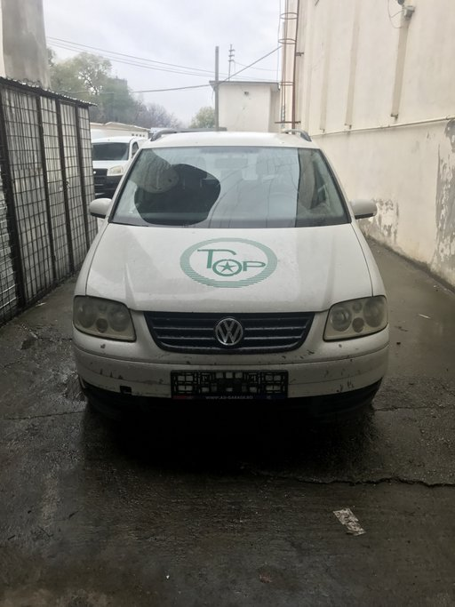 Dezmembrez Volkswagen Touran 1.9 din 2006
