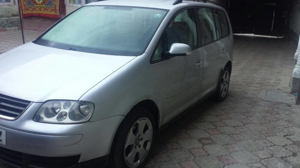 Dezmembrez Volkswagen Touran an 2006 motor 1.9 tdi