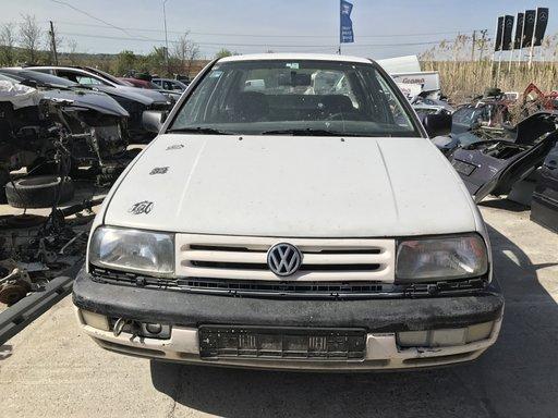 Dezmembrez Volkswagen Vento 1.8 benzina
