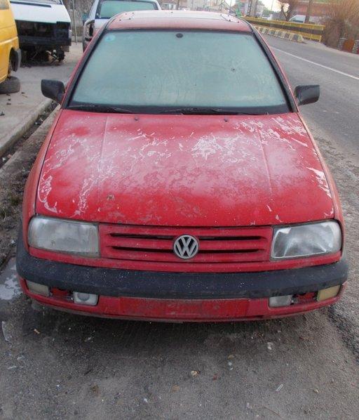 Dezmembrez Volkswagen Vento 1.9 tdi, 90 cp, an 1996