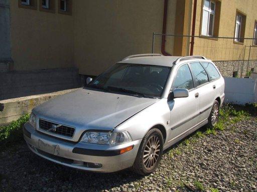 Dezmembrez Volvo V40 1,8D An.2003