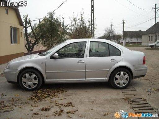 Dezmembrez VW Bora anul 2002 motor 2.4 v5