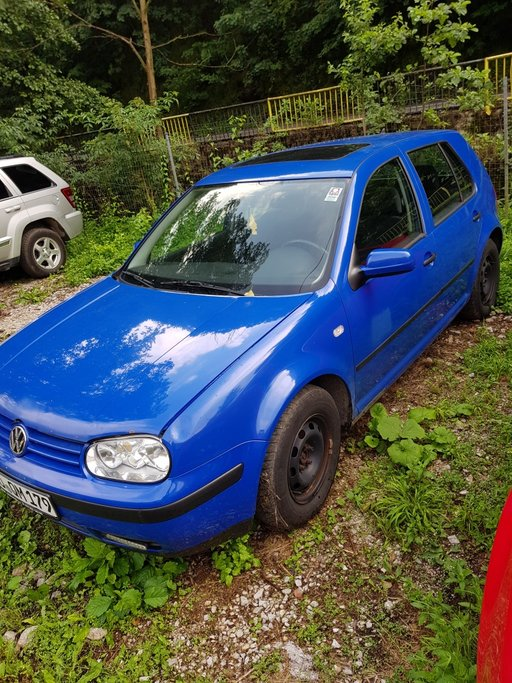 Dezmembrez VW Golf 4 1999 berlina 1.4 benzina