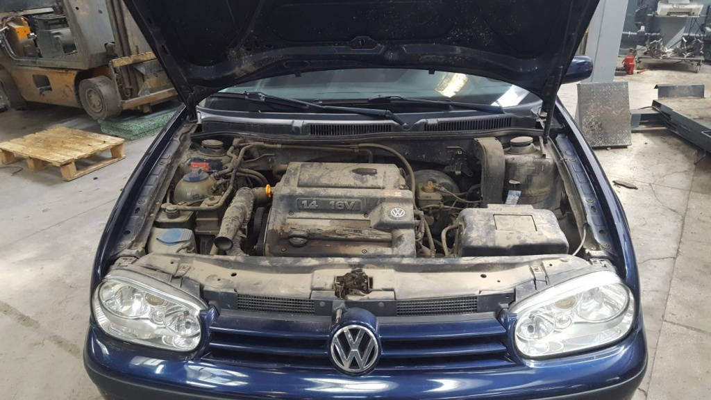 Dezmembrez VW Golf 4 2001 Hatchback 1.4