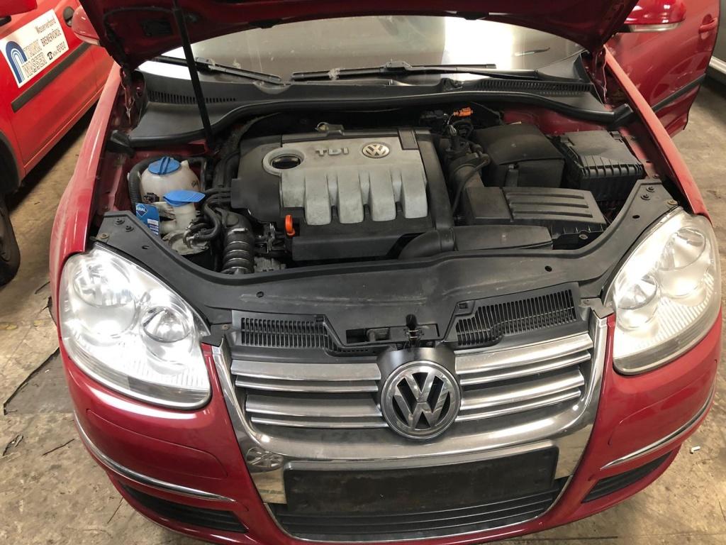 Dezmembrez VW Golf 5 Combi BLS 2008 ROSU