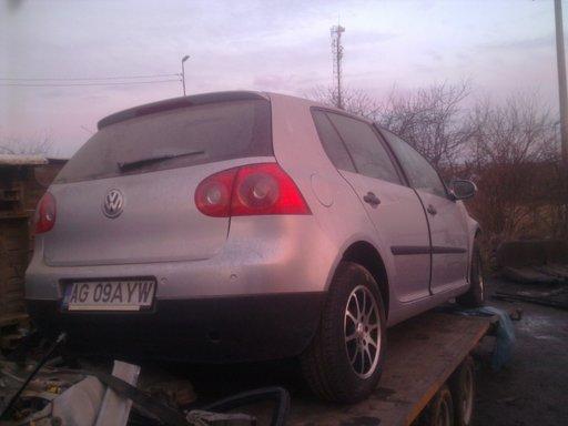 Dezmembrez VW Golf 5 motor 1.9tdi