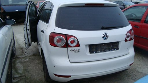 Dezmembrez VW Golf 5 Plus motor 1.4 16V benzina cod CGG Euro 5 an 2009