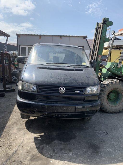 Dezmembrez VW TRANSPORTER T4 Caravelle 2003 2.5 diesel AJT