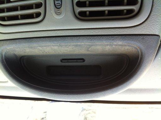Display central Renault Clio 2 Symbol 2005 cod: 8200028364