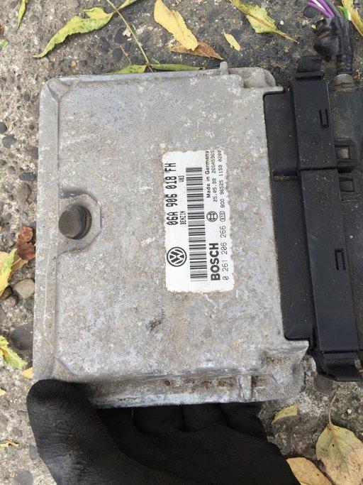 ECU calculator motor Octavia 2.0 benzina 06A906018FH din 1999