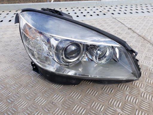 Far dreapta xenon Mercedes 204 Cod:A204 820 30 61