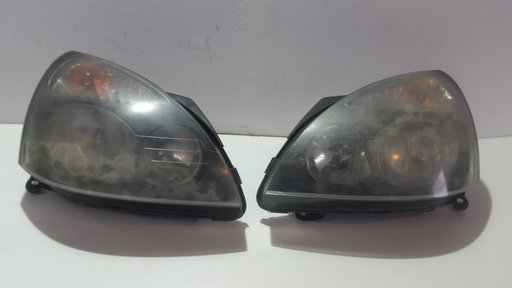Far stanga/dreapta Renault Clio 2