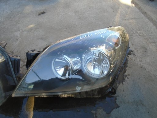 Far stanga Opel Astra H din 2004 volan pe stanga