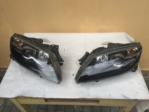 Far stanga si dreapta Mazda RX8 RX-8 (unul are o ureche lipsa) vezi poza