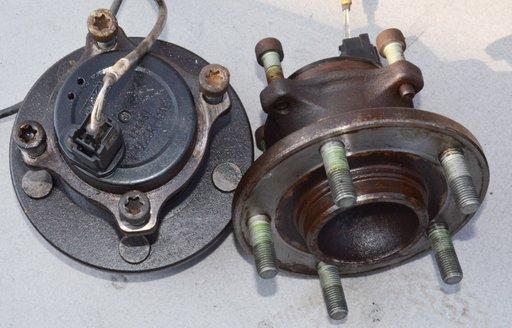 Fuzeta + butuc stanga sau dreapta spate Mazda 3 1.6 TDCI