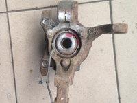 Fuzeta stanga cu rulment Opel Astra H cod 13156047