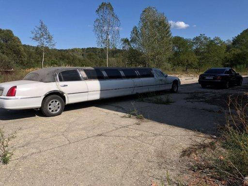 Fuzeta stanga spate Lincoln Town Car 1999 Car town 4600