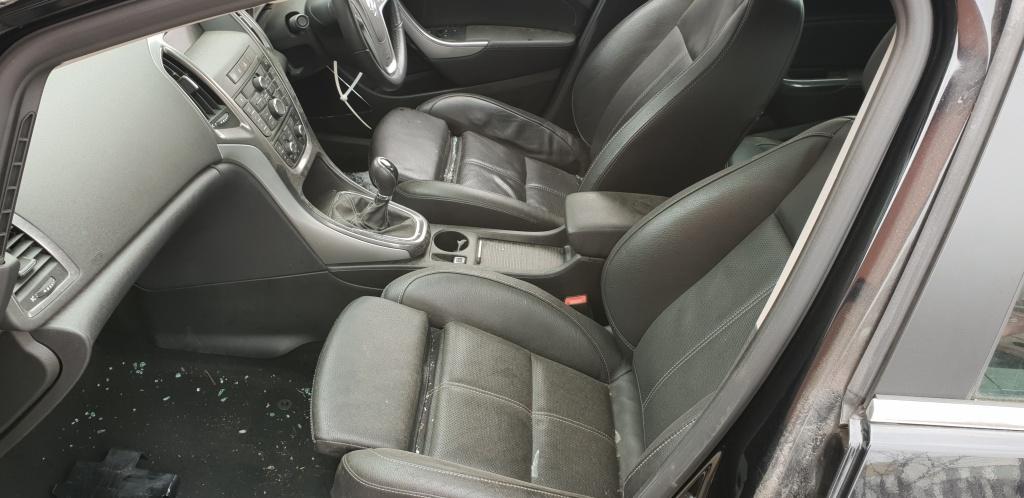 Galerie admisie Opel Astra J 2011 Hatchback 1.7 cdti