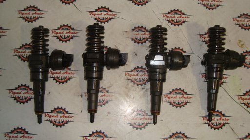 Injector Caddy an 2008 1.9 tdi cod motor BSU / BLS 038130073 BN / BR