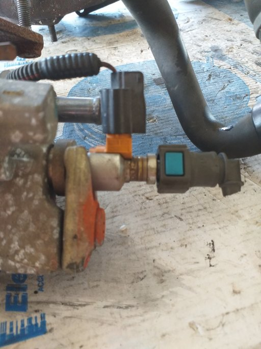 Injector filtru particule Dacia Duster an 2010 motor 1.5 DCI cod produs 8200778880