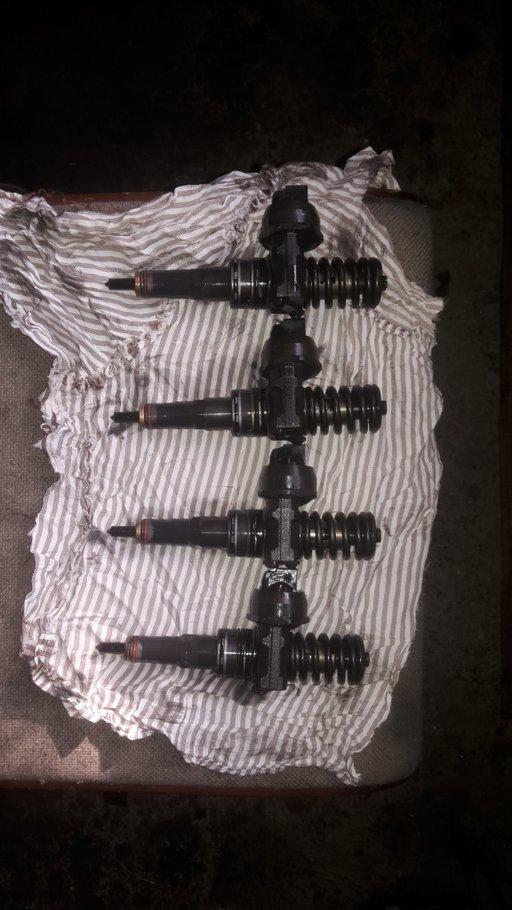 Injector/injectoare vw golf 5,touran,octavia,seat leon 1.9 tdi 105 CP 2005-2010