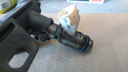 Injector Skoda Octavia 2 1.4 benzina cod motor BCA