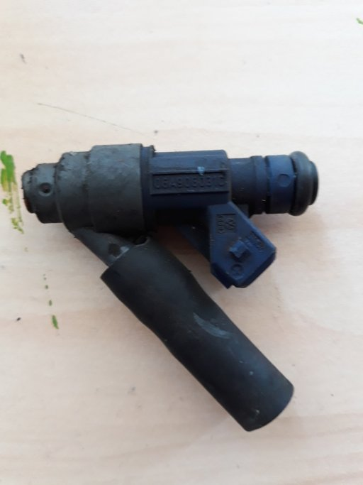Injector Vw New Beetle 2.0b cod 06a906031c