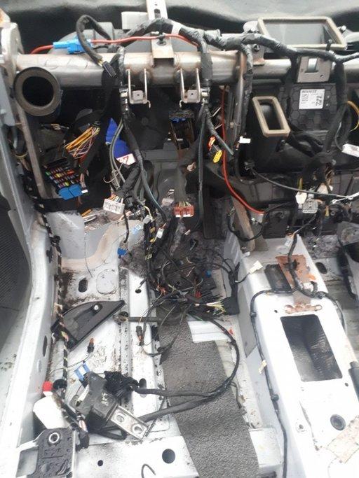 Instalatie electrica complecta Dacia Dokker 1.5 DCI an 2015 model fara aer condiționat