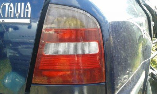 Lampa spate skoda octavia 1.6 1999